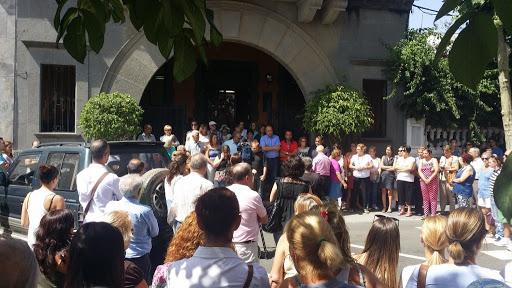 Acto contra la violencia de género en la fachada del Ayuntamiento