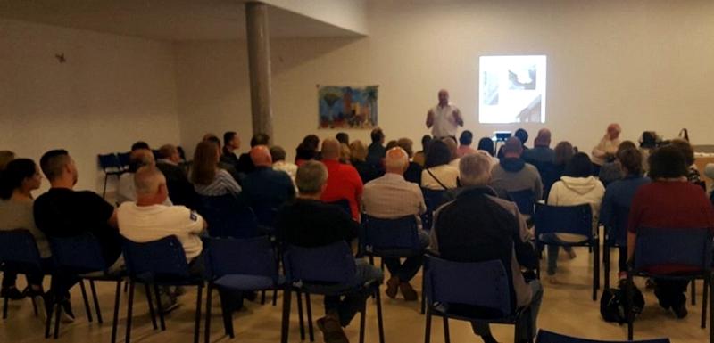 Una de las asambleas que se celebró cuando se cerró el acuerdo del ARRU de las 96 viviendas