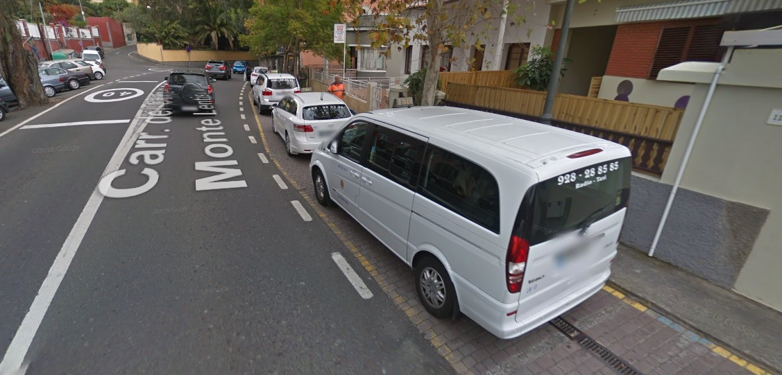 Taxis en la parada del Monte